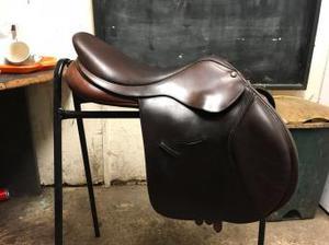 17.5 inch Bates jumping saddle.
