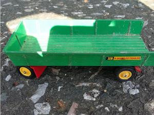 8 wheeled Dinky trailer straw carrier, in a good unrestored