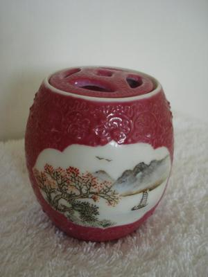 ANTIQUE CHINESE POT & HANDPAINTED ILLUSTRATIONS
