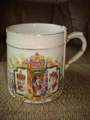 ANTIQUE KING GEORGE V QUEEN MARY SILVER JUBILEE  MUG