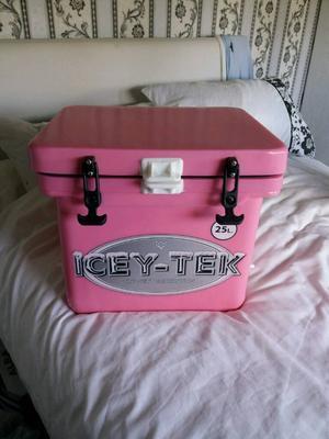 Icey tec cool box
