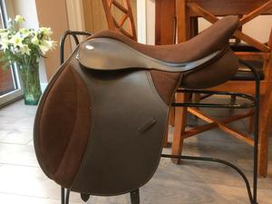 "Thorowgood T4 Cob GP saddle 17"" adjustable gullet"