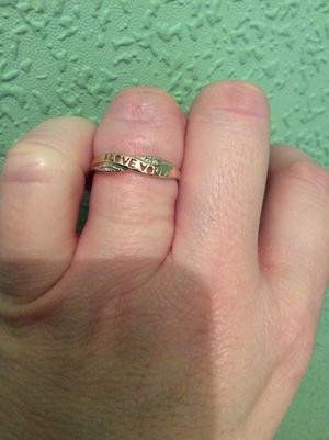 9CT GOLD DIAMOND 'I LOVE YOU' LADIES RING