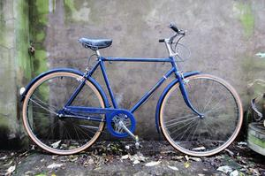 RALEIGH TRAVELLER. 21 inch, 54 cm, small size. Vintage gents dutch style traditional road bike