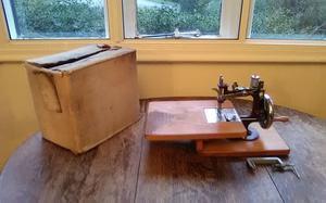 Vintage Miniature sewing machine 'essex'. Working order.
