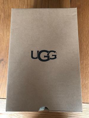 BRAND NEW Genuine UGG slippers size 6