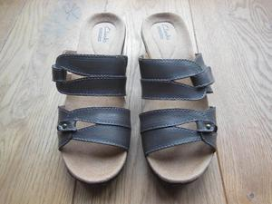 Ladies Clarks Collection brown sandals size 3