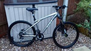 Gt avalanche 3.0 mountain bike like new