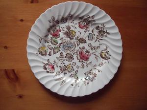 Vintage Johnson Bros 'Staffordshire Bouquet' dinner plate.