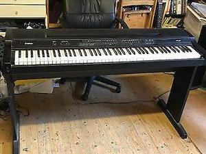 Yamaha YPP-200 electric piano