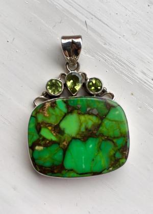 Peridot & silver pendant