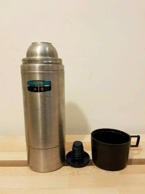 Thermos 1L vacuum bottle with a cup
