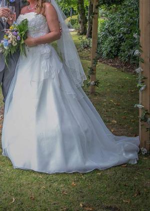 Amanda wyatt- Evelyn wedding dress