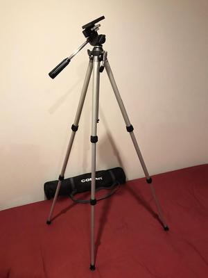 Cobra Camera Stand with handy carry bag