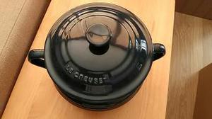 Le Cruset Navy blue lidded caserole/soup pot.