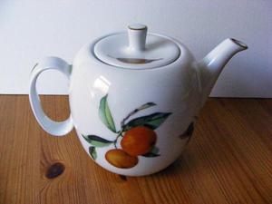 """Royal Worcester """"Evesham Gold"""" 2pt Teapot"""