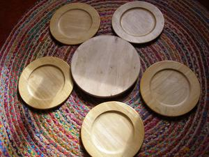Solid Wood Lazy Susan & 5 Wood Chargers/Plates