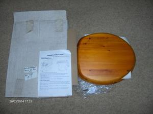 Toilet Seat Country Seat Pine, Gold Effect Hinges. Unused