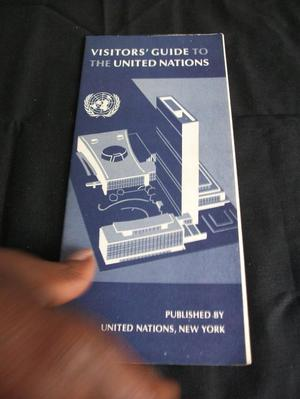 VINTAGE VISITOR'S GUIDE TO THE UNITED NATIONS, GUIDE
