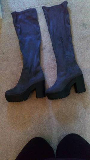Size 7 knee high boots