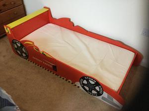 Toddler racing car bed with mattress 140 x 76 cm