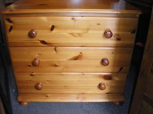 TOP QUALITY THREE DRAWER PINE CHEST OF DRAWERS