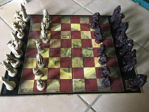 complete set of lord of the rings chess in good condition only £15