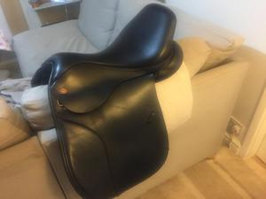 Kent and masters black cob saddle 17.5 inch