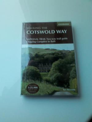 WALKING THE COTSWOLD WAY TRAIL GUIDE