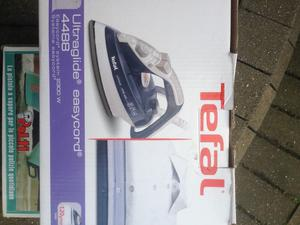 New steam iron boxed. Tefal