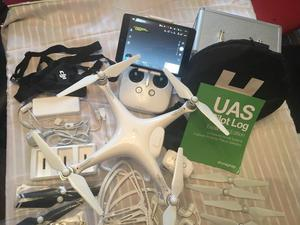 Phantom 4 Drone Complete Setup Loads of Extras Less than 2 Hours Use Unwanted Present