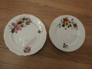 Set of 8 Gainsborough bone china plates, two designs, 6 1/2