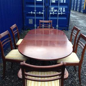 6/4 seater extendable dining table and chairs