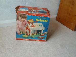 FISHER PRICE PLAY FAMILY SCHOOL