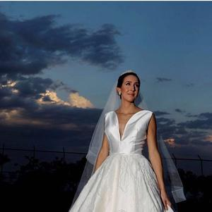 Fabulous wedding dress made by brazilian stylist
