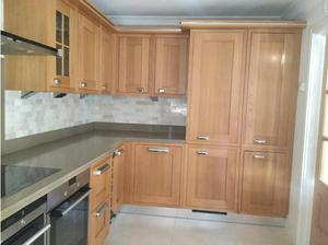Used kitchen units with Siemens appliances in Ascot