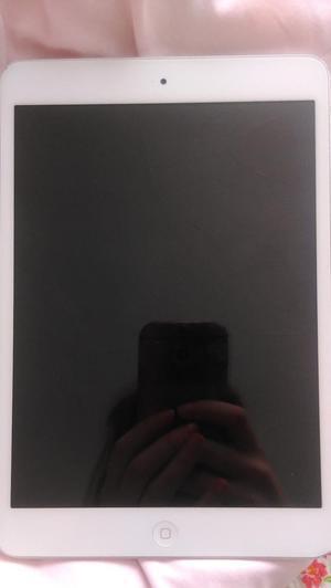 iPad mini, 16GB, WiFi, 7.9in screen - great condition