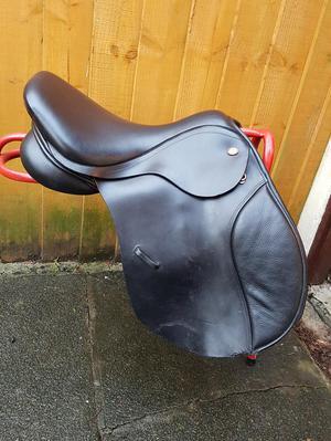 "17"" Kent & Masters cob saddle"