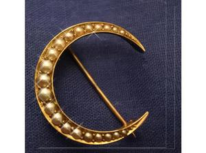 Antique Ladies Jewellery 9ct Gold Seeded Pearl Moon Brooch