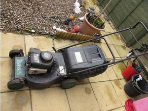 BRIGGS & STRATTEN PETROL LAWN MOWER in Great Yarmouth