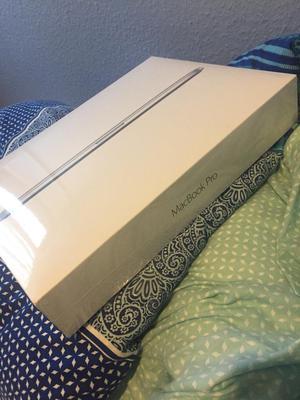 Apple MacBook Pro with Retina Display 15-inch Laptop (Intel Core i7 2.2 GHz, 16 GB RAM, 256 GB SSD)