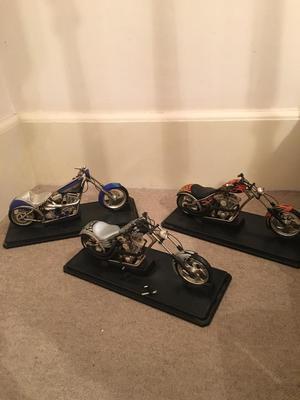 CHOPPER MOTOR BIKES (MUSCLE MACHINES)