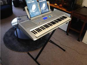 Yamaha PSR 290 Keyboard with stand in Wolverhampton