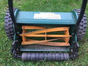 Hand cylinder/push lawn mower