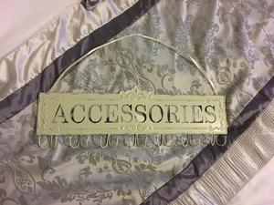 Accessories hanger