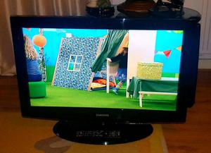 Samsung 32 inch LCD HD TV built in freeview