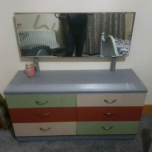 Matching dressing table and chest of drawers posot class for Dressing table 85cm