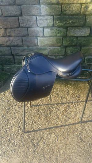 """17"""" biarritz saddle black with changeable gullet system 8"""" D to D medium fit"""
