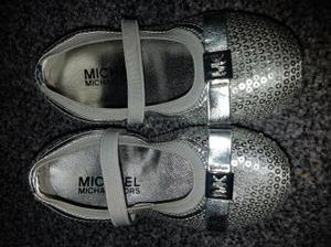 Micheal kors girls shoes size 8 only worn twice