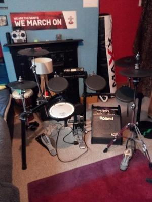 ROLAND TD 4 ELECTRONIC DRUM KIT WITH EXTRAS